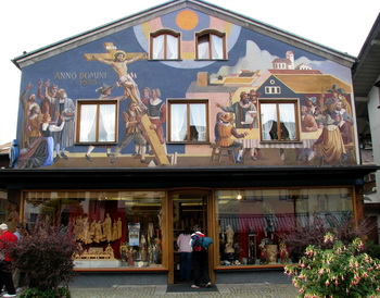 A shop in Oberammergau selling the village's famous wood carvings. (Photos: Günther Simmermacher)