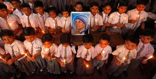 Schoolchildren holda portrait of Bl Teresa of Kolkata during a candlelight prayer ceremony. In her column, Judith Turner takes her inspiration from Mother Teresa. (Photo: Rupak De Chowhuri, Reuters/CNS)