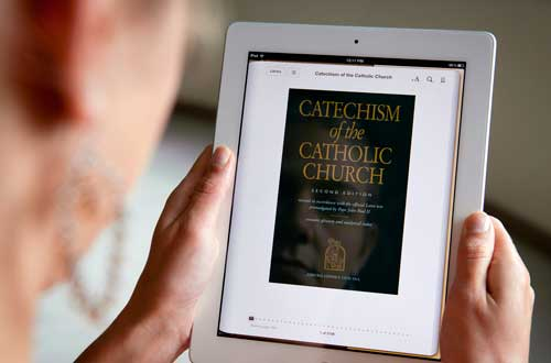 A woman displays the e-book version of the Catechism of the Catholic Church on an iPad. To communicate effectively, the Church must make good use of all media, traditional and new. (Photo: Nancy Phelan Wiechec, CNS)