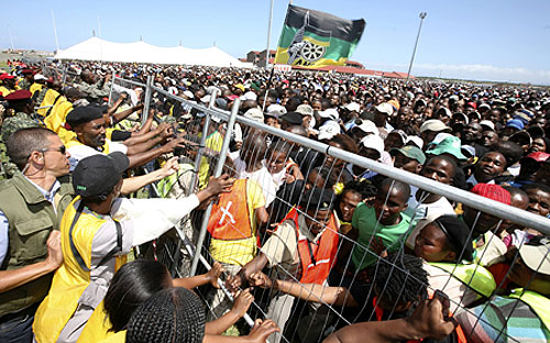 An  ANC election rally in Khayelitsha, Cape Town, in 2009. In the coming months, ANC members will decide on the leadership of the party. (CNS photo/Mike Hutchings, Reuters)