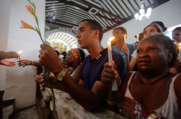 """The act of praying has no price-tag and its rewards are  immense."" (CNS photo/Desmond Boylan, Reuters)"