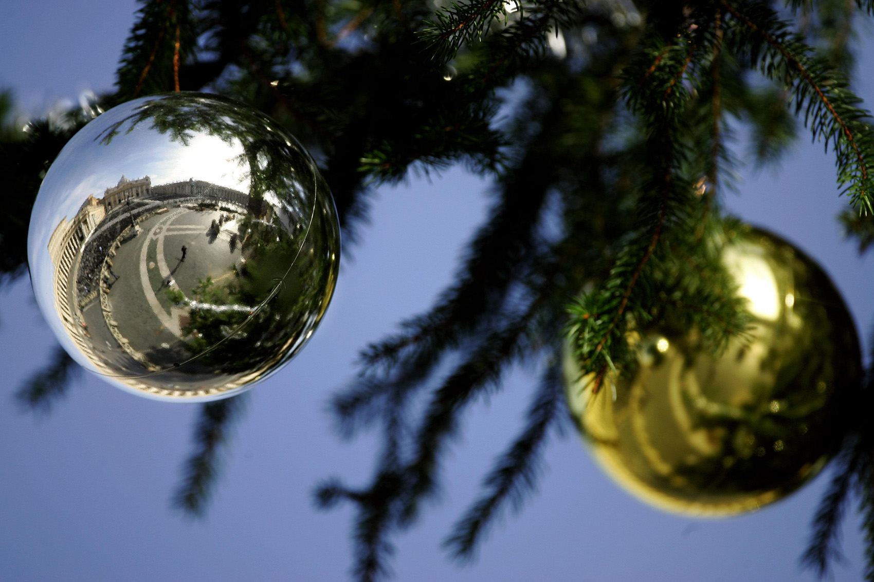 REFLECTION OF ST. PETER'S BASILICA SEEN ON CHRISTMAS ORNAMENT