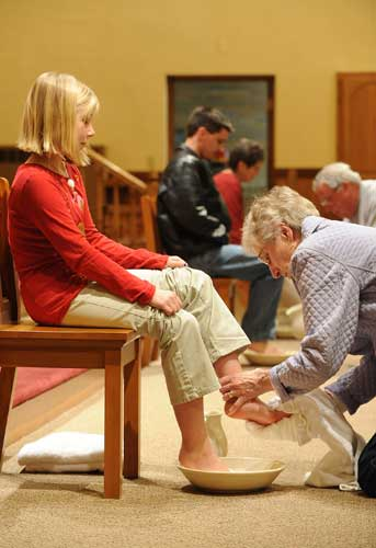 Ann Clark washes the feet of Isabelle Joski, 9, during a Holy Thursday liturgy in 2009 at St. Mary Church in Algoma, Wis. Following a request by Pope Francis, the Vatican issued a decree Jan. 21 specifying that the Holy Thursday foot-washing ritual can include women. (CNS photo/Sam Lucero, The Compass)