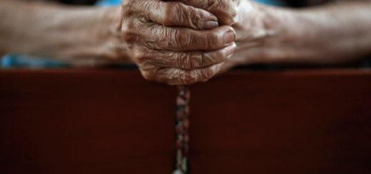 Rosary-praying-2