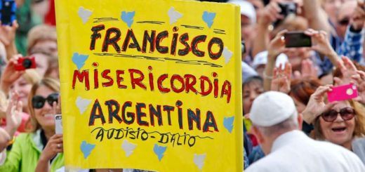 Pope Francis passes a sign in Spanish referencing his name, mercy and Argentina in St Peter's Square. The pope has praised the Argentinian bishops' implementation of apostolic exhortation Amoris Laetitia (Photo: Paul Haring/CNS)